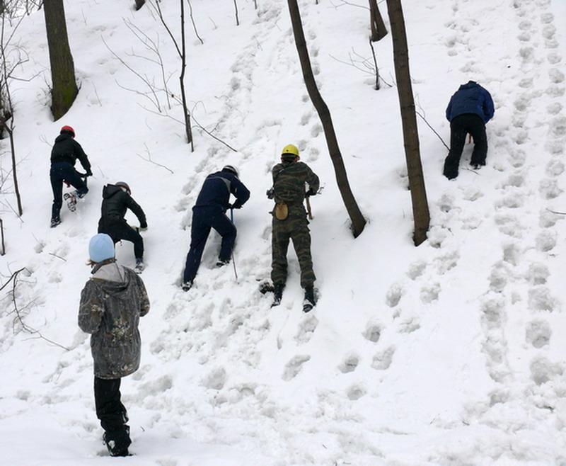Снежные занятия в школе горного туризма Клуба АТО Москва